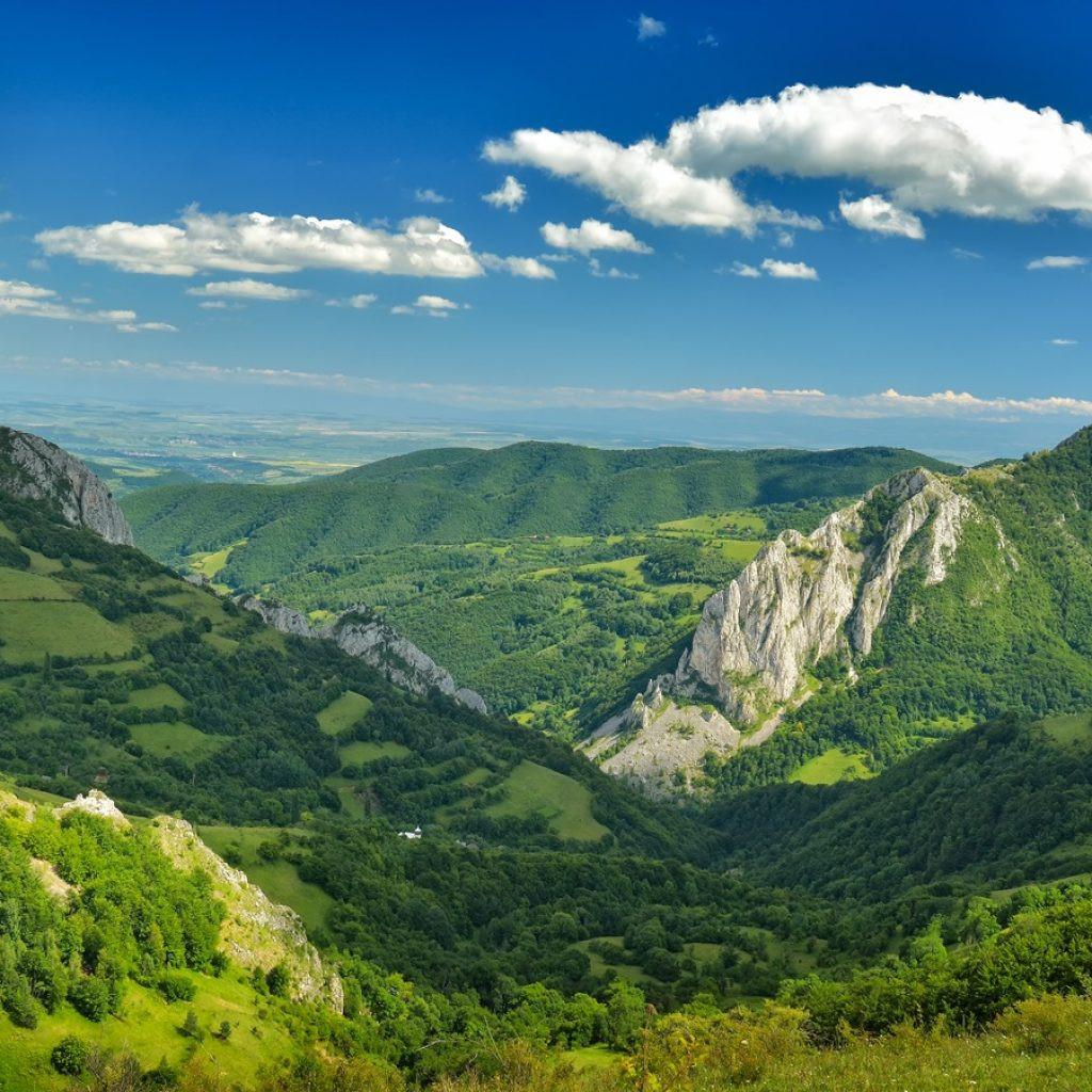Atracții turistice și oferte de cazare la case de vacanță din Munții Apuseni